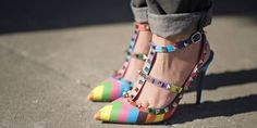 New York Fashion Week Street Style Looks for Less: The Footwear: Valentino Rockstud Fashion News, Fashion Shoes, Fashion Trends, High Fashion, Fashion 2015, London Fashion, Valentino Rockstud Shoes, Rainbow Heels, New York Fashion Week Street Style
