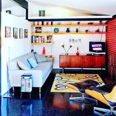 😌#anothergreatplaceforavintagestereoconsole Via @theatomicranch:Sit down, stay awhile! If you could have a face-to-face in this room with any midcentury designer or architect, who would it be? #midcenturydesign #midcenturyModern #Interiordesign #retro