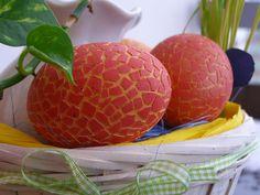 Mozaiková+kraslice+-+červená+Velikonoční+vajíčko+vytvořeno+mozaikovou+technikou.+Lepení+malých+kousíčků+skořápky+vajíčka+na+vyfoukané+vajíčko.+Je+tedy+pevnější+než+běžné+malované+vajíčko.+Práce+na+jednom+vajíčku+cca+3-4+hodiny.+Vše+jen+ruční+práce.+Velikost+-+slepičí+vejce,+cca+6+cm.+Vyberte+si+to+či+ta+vajíčka,+která+se+vám+líbí+nejvíc+;-)+Každý+...