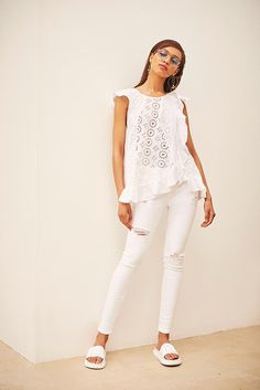 6b6dc5a7 Love the all white outfit - top, pants, sliders. So summery and perfect