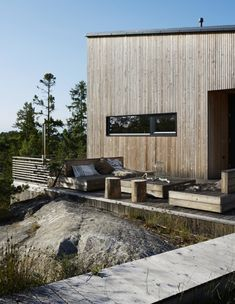 decordemon: Modern wooden house in Ingarö, Sweden Modern House Ideas For You After leaving the paren Cabins In The Woods, House In The Woods, Interior Exterior, Exterior Design, Modern Wooden House, Wooden Houses, Contemporary Cabin, Swedish Cottage, Wooden Facade