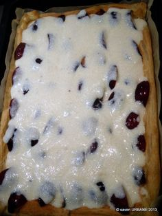 Prajitura cu prune si crema de gris | Savori Urbane My Recipes, Cake Recipes, Cooking Recipes, Plum Cake, Food Cakes, Bacon, Deserts, Food And Drink, Pudding
