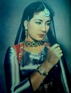 Meena kumari in August 1956 when she started shootings for Pakeezah which went on to release in Beautiful Bollywood Actress, Most Beautiful Indian Actress, Beautiful Actresses, Old Film Stars, Movie Stars, Bollywood Actors, Bollywood Celebrities, Bollywood Costume, Film Icon