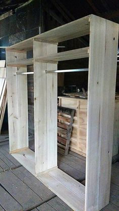 This closet design of wood pallet is showing out the emergence of the innovations and much creativity highlighting effects inside it. This closet is however not put together with any sort of shelving units as it depends on your personal