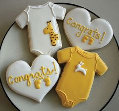 Inspiration for Baby Stang anticipation cookies -j. the giraffe.the bunny.the wee little baby onesies. Fancy Cookies, Iced Cookies, Cute Cookies, Royal Icing Cookies, Cupcake Cookies, Sugar Cookies, Giraffe Cookies, Cookie Favors, Flower Cookies