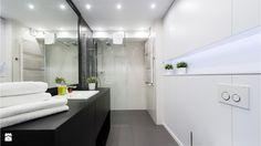 Kiedy w łazience do zagospodarowania mamy jedynie 120-130 cm szerokości, musimy wykazać się kreatywnością. Urządzenie wąskiej łazienki tak, aby nie lawirować później wśród sprzętów ...