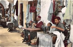 B91928-sewing-machines-weaving-types-djerba-tunisia-dans-les-souks-africa