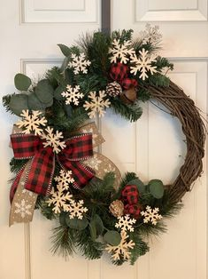 Snowflake Wreath, Wooden Snowflakes, Navidad Diy, Ball Ornaments, Ely, How To Make Bows, Wreaths For Front Door, Porch Decorating, Buffalo Plaid