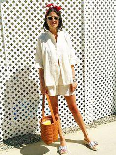 Who: Leandra Medine of Man Repeller Why it works: The style star recently wore linen shorts and a matching top with special throwback accessories while visiting Palm Springs. Consider this fresh...