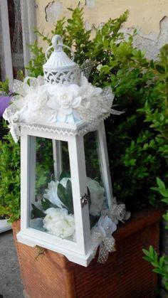 Lanterna con decori in feltro Felt Embroidery, Silk Flower Arrangements, Beautiful Gifts, Big Shot, Silk Flowers, Christmas Time, Diy And Crafts, Centerpieces, Creations