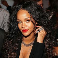 Rihanna at Altuzarra show during New York Fashion Week, September 2014 Haircuts For Long Hair, Girl Haircuts, Long Curly Hair, Up Hairstyles, Curly Hair Styles, Natural Hair Styles, Famous Hairstyles, Rihanna Hairstyles, Evening Hairstyles