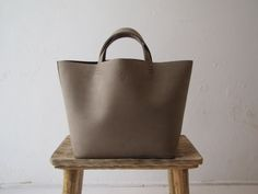 BASKET BAG IN DIRTY GREY