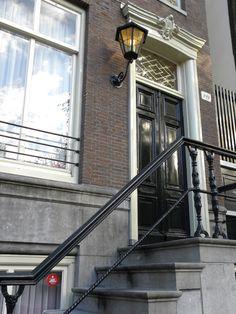"""@AmbassadeHotel (Herengracht 341): """"In 1953 opende het Ambassade Hotel haar deuren op Herengracht 349. Kraak de #grachtencode"""""""