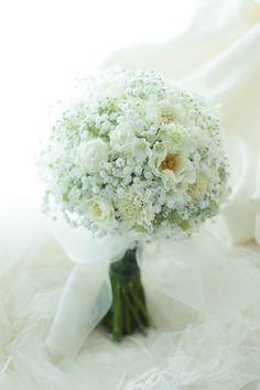 クラッチブーケ 恵比寿イーストギャラリー様へ カスミソウのシャーベット : 一会 ウエディングの花
