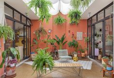 color everywhere. painted walls and a graffiti panel: the owners of this house know how to use colors to add personality to the spaces! Outdoor Lounge, Outdoor Spaces, Outdoor Living, Outdoor Decor, Moroccan Garden, Patio Plans, Design Exterior, Terrace Garden, Home Deco