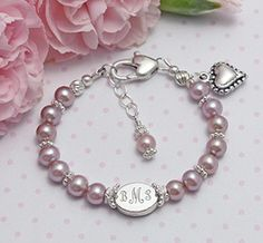 Pearl baby bracelet with engraved name medallion-Maya Toddler Jewelry, Baby Jewelry, Girls Jewelry, Beaded Jewelry, Beaded Bracelets, Jewelry Ideas, Baby Bracelet, Pearl Bracelet, Baby Schmuck