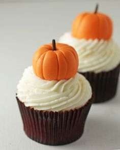 Just in time for Fall and Thanksgiving, today I'm going to share with you how to make super Easy Pumpkin Cupcake Toppers!