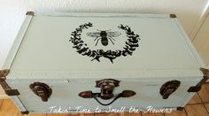 Hand painted French Bee on an old trunk painted with chalkpaint♥ Painted Trunk, Painted Furniture, Painted Dressers, Hand Painted, Old Trunks, Bee Theme, Kitchen Themes, French Country Decorating, Box Art