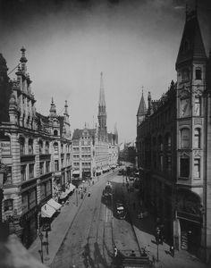Gertraudenstraße.. Juwel-Palais und Petrikirche.. 1901