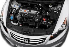 Cara membersihkan mesin mobil yang pertama adalah dengan menutup beberapa bagian yang ada di mesin mobil.