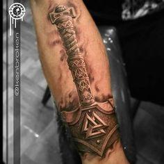 Resultado de imagem para mjolnir tattoo