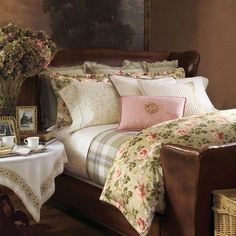 romantic-bedroom-interior-ralph-lauren-yorkshire-rose-bedding.jpg (600×600)