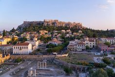 There are many ways to experience the view of the Acropolis and one of the best is to combine it with a drink on an Athenian terrace. Slow Travel, Us Travel, Acropolis, Luxury Travel, Athens, Travel Photos, Paris Skyline, Terrace, The Neighbourhood