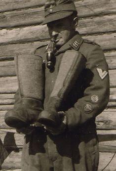 fallschirmjager:  Luftwaffe Flak Obergefreiter with winter boots Russia, 1942.