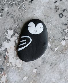 Flat Lightweight Black Beach Stone Owl. $20,00, via Etsy.
