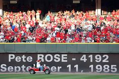 Pete Rose Photos - Pittsburgh Pirates v Cincinnati Reds - Zimbio Mlb Reds, Johnny Bench, Cincinnati Reds Baseball, Pete Rose, Rose Photos, Pittsburgh Pirates, Sport, Deporte, Sports
