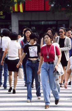 korean fashion South Korea Street Style: 18 Forgotten Trends All Koreans Were Obsessed With 1990s Fashion Trends, Korean Fashion Trends, Korean Street Fashion, Trendy Fashion, 1990s Fashion Outfits, Retro Fashion 90s, Fashion Ideas, Seoul Fashion, South Korea Fashion