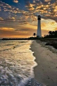Cape Florida Lighthouse at Key Biscayne Key Biscayne Florida, Beautiful World, Beautiful Places, Beautiful Sunset, Beautiful Pictures, Lighthouse Pictures, Belle Photo, Wonders Of The World, Places To Go