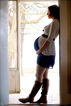 "The photographer writes, ""Love this girl and can't wait for her baby to come join us!"" {How sweet}"