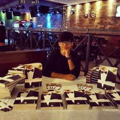 Mais um sonho realizado. ♥    #detalhesdeumcrime  #lançamentolivro  #livro #livros2017  #editoraselojovem