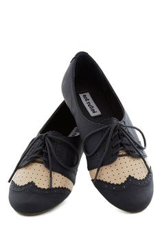 Sporty 1920s inspired two tone flats. So cute, so comfy! http://www.vintagedancer.com/1920s/buy-1920s-shoes-for-women/