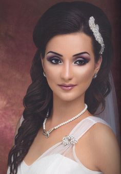 Our silver beaded bridal comb, TR1752A, featured in Asiana Wedding this Autumn.