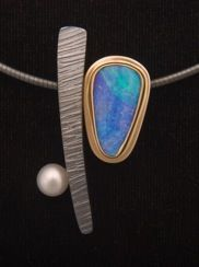 LINDA STEINWORTH - Neckpiece Two component neckpiece of sterling silver and 14 and 18 kt. gold with Australian boulder opal and pearl on silver cable