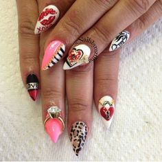 Here is a gorgeous set of nails featuring our diamond ring and key charms by dear @nailsbymztina to steal your heart away