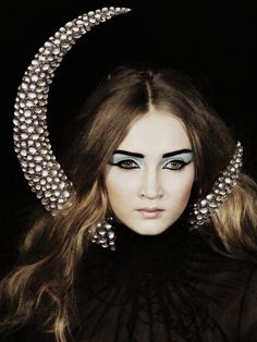 Cancer - Alexander McQueen Autumn/Winter 2007 - http://www.simplysunsigns.com