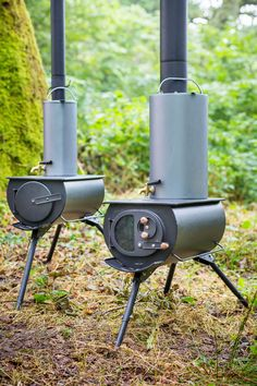 Portable woodstove folds down, heats up tents, yurts & tiny homes Designed with a larger flue and sporting a glass window, this portable woodstove is perfect for chilly camping nights or heating up any small living space. Camping Diy, Auto Camping, Camping Stove, Camping Survival, Camping Gear, Tent Stove, Backpacking, Bell Tent Camping, Camping Cooking