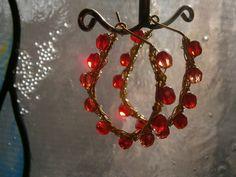 Ohrringe Creolen in rot als wirework Glasschmuck von kunstpause auf DaWanda.com