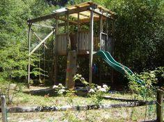 cabane pour enfant avec toboggan et balançoire