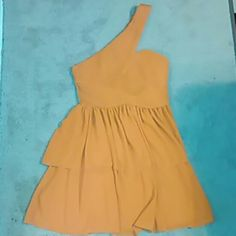 Dainty H & M dress BNWOT, H & M dress... Very vibrant yet calm Orange... This dress looks amazing on. I've only had the chance to try it on.... now it's too small :-( H&M Dresses One Shoulder