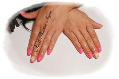Unhas em gel cor Rosa neon com nail art várias cores feito á mão!