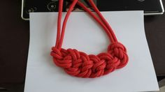 Collier corde noeud rouge (ma création)