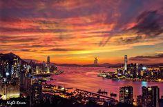 The magic color Victoria Harbour, Hong Kong by Night Raven (Short-term work adventures with Hong Kong #startups: https://jobbatical.com/explore/Hong+Kong)