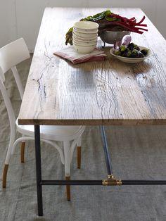 Ein Tisch, an dem viele Freunde Platz haben