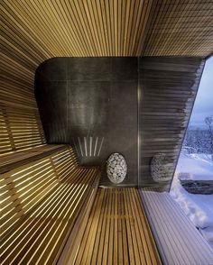 This modern house has a sauna with curved wood seating and relaxing views of the surrounding area. Spa Design, Design Sauna, Modern Saunas, Sauna A Vapor, Sauna House, Modern Wooden House, Post Modern Architecture, Piscina Interior, Interior Design Classes