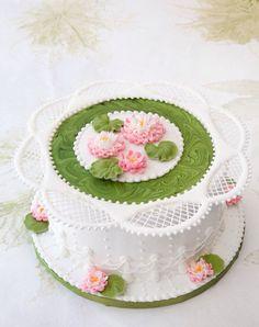 Decoración en glasé real. Decorations royal icing. Cakes weding. Escuela .cakes.  Rosa María Escribano.