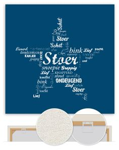 Deze stoere muurdecoratie schittert in iedere babykamer of kinderkamer. Een donkerblauwe achtergrond met lichtblauwe woordjes die samen een ster vormen